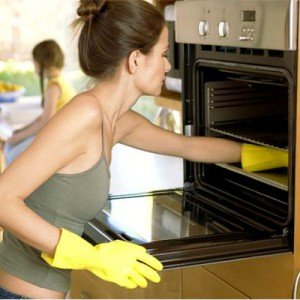 woman_cleaning_oven_1