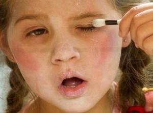 10-24_Go_kids_halloween_makeup_04_t640-600x300